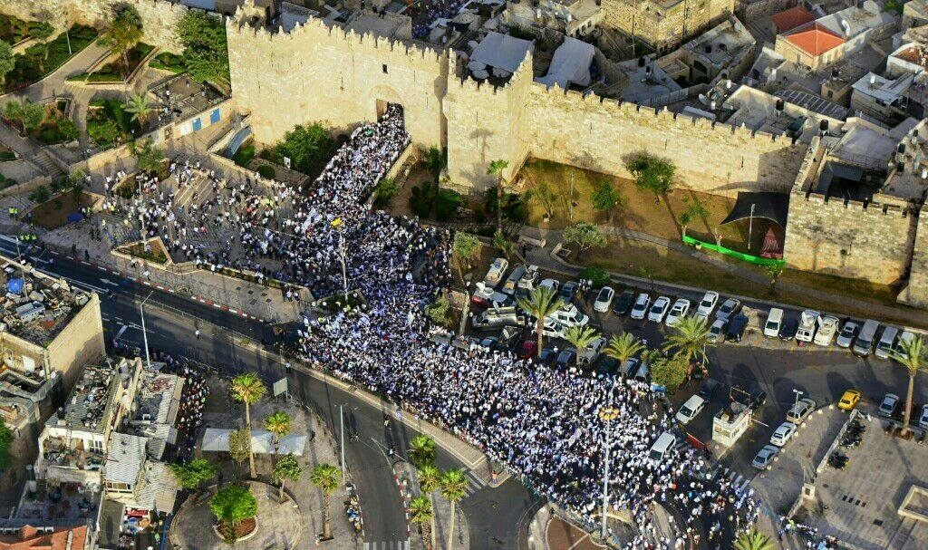 Passeata das bandeiras em Jerusalém